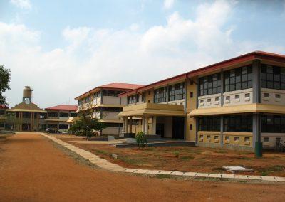 Корпуси та внутрішній двір Університету Джафни